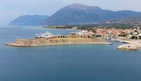 Επισκόπηση του φρουρίου του Αντιρρίου και της πόλης, Ελλάδα Στοκ φωτογραφία με δικαίωμα ελεύθερης χρήσης