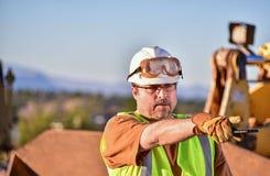 Επιστάτης κατασκευής που κατευθύνει τις δραστηριότητες Στοκ Φωτογραφίες