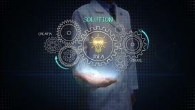 Επιστήμονας, ανοικτός φοίνικας μηχανικών, που σύρει την επιτυχία, έννοια λύσης με τη ρόδα εργαλείων στον πίνακα κιμωλίας, δημιουρ απεικόνιση αποθεμάτων