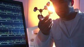 Επιστήμονας στο εργαστήριο απόθεμα βίντεο