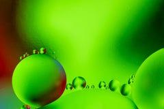 Επιστημονική εικόνα της μεμβράνης κυττάρων Μακροεντολή επάνω των υγρών ουσιών Αφηρημένο sctructure ατόμων μορίων μπλε ύδωρ φυσαλί Στοκ φωτογραφίες με δικαίωμα ελεύθερης χρήσης