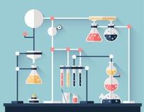 Επιστημονικό χημικό πείραμα, εργαστηριακός εξοπλισμός Σωλήνες δοκιμής, φιάλες και άλλα εργαστηριακά γυαλικά, ενωμένοι σωλήνες απεικόνιση αποθεμάτων