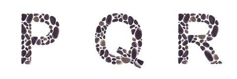Επιστολές Π, του Q και Ρ φιαγμένες από πέτρες που απομονώνονται στο άσπρο υπόβαθρο στοκ εικόνες