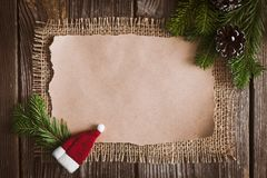 Επιστολή Χριστουγέννων, κατάλογος, συγχαρητήρια σε ένα ξύλινο υπόβαθρο ελεύθερου χώρου, νέο έτος προτύπων στοκ εικόνες με δικαίωμα ελεύθερης χρήσης