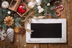 Επιστολή Χριστουγέννων, κατάλογος, συγχαρητήρια σε ένα ξύλινο υπόβαθρο ελεύθερου χώρου, νέο έτος προτύπων στοκ φωτογραφία