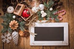 Επιστολή Χριστουγέννων, κατάλογος, συγχαρητήρια σε ένα ξύλινο υπόβαθρο ελεύθερου χώρου, νέο έτος προτύπων στοκ φωτογραφίες με δικαίωμα ελεύθερης χρήσης