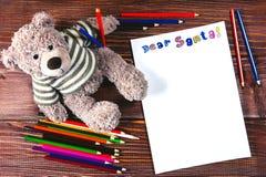 Επιστολή χρωματισμένα στα Άγιος Βασίλης μολύβια Στοκ φωτογραφίες με δικαίωμα ελεύθερης χρήσης