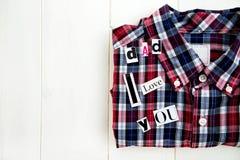 Επιστολές και πουκάμισο μπαμπάδων σ' αγαπώ Στοκ εικόνα με δικαίωμα ελεύθερης χρήσης