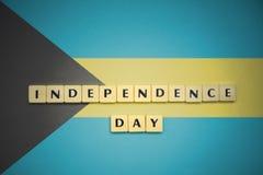 Επιστολές με τη ημέρα της ανεξαρτησίας κειμένων στη εθνική σημαία των Μπαχαμών Στοκ εικόνες με δικαίωμα ελεύθερης χρήσης