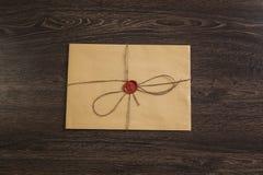 Επιστολή με τη σφραγίδα στον πίνακα Στοκ εικόνα με δικαίωμα ελεύθερης χρήσης