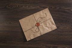 Επιστολή με τη σφραγίδα στον πίνακα Στοκ φωτογραφία με δικαίωμα ελεύθερης χρήσης