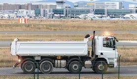 επιτάχυνση φορτηγών κατασκευής αερολιμένων Στοκ φωτογραφίες με δικαίωμα ελεύθερης χρήσης