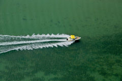 Επιταχυνόμενη βάρκα Στοκ Εικόνα