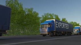 Επιταχυνόμενο ημι φορτηγό φορτίου με τον ΕΞΑΓΟΜΕΝΟ τίτλο στο ρυμουλκό φιλμ μικρού μήκους