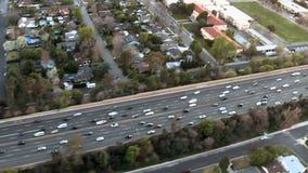 Επιταχύνετε την εναέρια άποψη του αυτοκινητόδρομου/της εθνικής οδού/των προαστίων του Λος Άντζελες - συνδετήρας 3 φιλμ μικρού μήκους