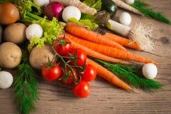 επιτραπέζια λαχανικά φρέσκιας αγοράς αγροτών ξύλινα Στοκ Εικόνες