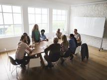 Επιτραπέζια δικτύωση συνεδρίασης που μοιράζεται την έννοια Στοκ εικόνες με δικαίωμα ελεύθερης χρήσης
