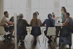 Επιτραπέζια δικτύωση συνεδρίασης που μοιράζεται την έννοια Στοκ Εικόνα
