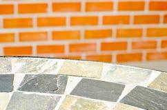 Επιτραπέζια πέτρα μωσαϊκών στη καφετερία στον κήπο Στοκ Εικόνα