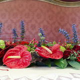 Επιτραπέζια ρύθμιση γαμήλιων λουλουδιών Στοκ Εικόνες