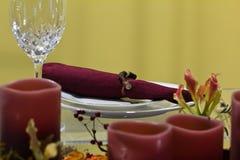 Επιτραπέζια ρύθμιση γευμάτων κεριών ελαφριά Στοκ φωτογραφίες με δικαίωμα ελεύθερης χρήσης