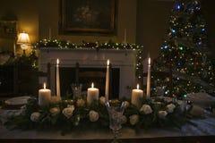 Επιτραπέζια floral ρύθμιση Χριστουγέννων με τα κεριά Στοκ Εικόνα