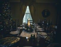 Επιτραπέζια floral ρύθμιση Χριστουγέννων με τα κεριά Στοκ Εικόνες