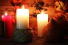 Επιτραπέζιες διακοσμήσεις για χαρασμένα τα αποκριές επικεφαλής κεριά κολοκύθας Στοκ Εικόνα