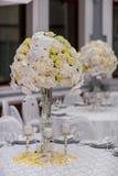Επιτραπέζιες διακοσμήσεις δεξίωσης γάμου στοκ εικόνα