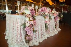 Επιτραπέζιοι διορισμοί στο εστιατόριο Γαμήλια προετοιμασία Στοκ Εικόνα