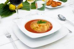 επιτραπέζιος άσπρος ξύλινος γευμάτων Στοκ Φωτογραφίες