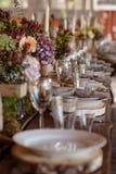 επιτραπέζιος γάμος γυαλιών εστίασης στοκ φωτογραφία
