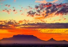 Επιτραπέζιο βουνό ηλιοβασιλέματος στοκ φωτογραφία με δικαίωμα ελεύθερης χρήσης
