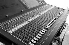 Επιτραπέζιο κύριο άρθρο μουσικής μιγμάτων Στοκ φωτογραφίες με δικαίωμα ελεύθερης χρήσης