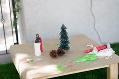 Επιτραπέζιο ντεκόρ μαγείρων με το δέντρο γουνών και τον κώνο πεύκων Στοκ εικόνες με δικαίωμα ελεύθερης χρήσης