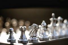 Επιτραπέζιο παιχνίδι σκακιού, επιχειρησιακή ανταγωνιστική έννοια στοκ φωτογραφία με δικαίωμα ελεύθερης χρήσης
