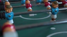 Επιτραπέζιο ποδόσφαιρο με τους μπλε και κόκκινους αριθμούς απόθεμα βίντεο