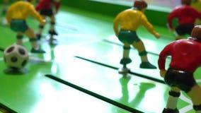 Επιτραπέζιο ποδόσφαιρο, επιτραπέζιο παιχνίδι παιδιών ` s, σε αργή κίνηση απόθεμα βίντεο