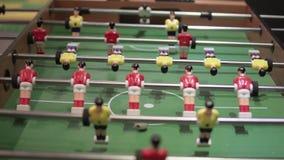 Επιτραπέζιο ποδόσφαιρο παιχνιδιού Κινηματογράφηση σε πρώτο πλάνο του πίνακα με τους φορείς απόθεμα βίντεο