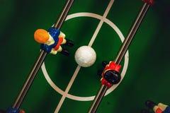Επιτραπέζιο ποδόσφαιρο ή Kicker ποδοσφαίρου παιχνίδι Στοκ φωτογραφία με δικαίωμα ελεύθερης χρήσης