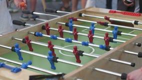 Επιτραπέζιο ποδόσφαιρο - παιχνίδι Foosball απόθεμα βίντεο