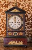 Επιτραπέζιο ρολόι από. το σεντ 19. στο παλάτι Άγιος Anton. Στοκ φωτογραφία με δικαίωμα ελεύθερης χρήσης