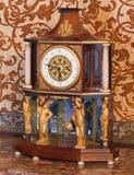 Επιτραπέζιο ρολόι αυτοκρατοριών από. το σεντ 19. στο παλάτι Άγιος Anton. Στοκ εικόνα με δικαίωμα ελεύθερης χρήσης