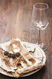 Επιτραπέζιο σκεύος και ασημικές με τις διακοσμήσεις Στοκ φωτογραφία με δικαίωμα ελεύθερης χρήσης