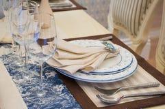 Επιτραπέζιο σκεύος να δειπνήσει στον πίνακα Στοκ φωτογραφία με δικαίωμα ελεύθερης χρήσης