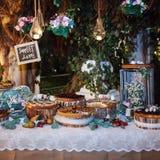Επιτραπέζιο σύνολο των κέικ Στοκ φωτογραφίες με δικαίωμα ελεύθερης χρήσης
