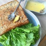 επιτραπέζιο σύνολο των σπιτικών τροφίμων, που απολαμβάνει το γεύμα, τον πίνακα με τα τρόφιμα και το ποτό Στοκ φωτογραφίες με δικαίωμα ελεύθερης χρήσης
