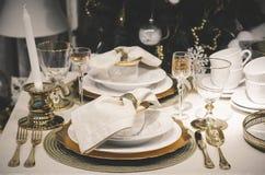 επιτραπέζιο τύλιγμα διακοσμήσεων Χριστουγέννων κεριών Στοκ Φωτογραφία