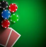 Επιτραπέζιων καρτών και τσιπ πόκερ ρεαλιστικό θέμα Στοκ Εικόνες