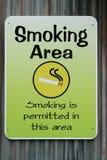 επιτρεπόμενο κάπνισμα σημαδιών στοκ φωτογραφία με δικαίωμα ελεύθερης χρήσης